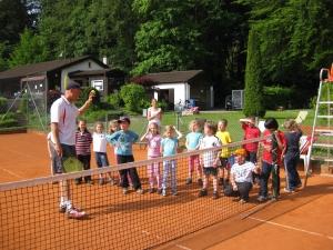 2011: Tennis-Schnuppern mit Grundschule Karlstein u. Mike